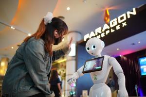 AIS นำหุ่นยนต์ช่วย Major ดูแลสุขอนามัยในโรงภาพยนตร์