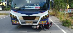 เปิดวินาทีรถบัสชนจักรยานยนต์ เด็ก 14 ปีเจ็บสาหัส