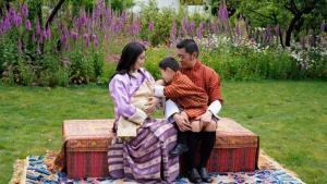 สมเด็จพระราชินีเจดซุน เพมา แห่งภูฏาน เผยแพร่พระรูปแรกของพระราชโอรสพระองค์ที่ 2