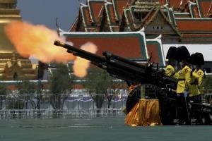 3 เหล่าทัพพร้อมใจยิงสลุตหลวง 21 นัด วันเฉลิมพระชนมพรรษา สมเด็จพระนางเจ้าฯ พระบรมราชินี