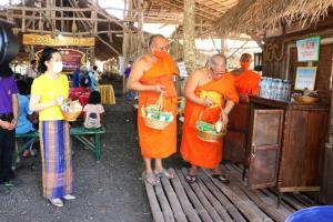 ให้เป็นอัตลักษณ์ใหม่ไทย..วัฒนธรรมจังหวัดฯ ผนึกคณะสงฆ์ช่วยผู้ป่วย คนพิการ ผู้ยากไร้พิจิตรสู้ภัยโควิดต่อเนื่อง
