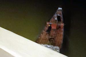 ประมงพื้นบ้านหยุดจับลูกหอยแครงแล้ว นำคลิปเรือประมงลักลอบคราดลูกหอยตอนกลางคืนแฉผ่านสื่อ