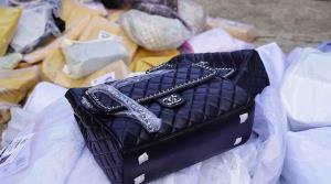 ทะลักตลาดโรงเกลือ! กระเป๋าแบรนด์เนมละเมิดลิขสิทธิ์หลากยี่ห้อขนจากกัมพูชาเข้าไทย