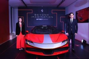 """สาวกม้าลำพองร่วมสัมผัส """"Ferrari SF90 Stradale"""" ผ่านทาง Live Streaming ครั้งแรกของโลก"""