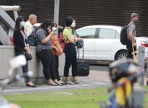 """""""ผู้ติดเชื้อที่ยังไม่เคยตรวจ"""" !!!  ปริศนาตัวเลขประเทศไทยดีขนาดนี้ ทำไมถึงยังการ์ดตกไม่ได้?/ปานเทพ พัวพงษ์พันธ์"""