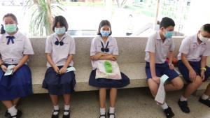 ผอ.เลยพิทยาคม ชี้หากวัดไข้นักเรียนพบอุณหภูมิสูงเกินเกณฑ์พร้อมจัดแยกสอบ