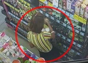 สาวแสบลักเครื่องสำอางในร้านสะดวกซื้อ 2 ครั้งในวันเดียว ถูกจับได้ทันควัน
