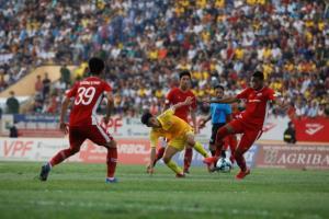 วีลีกเวียดนามเปิดสนามโม่แข้ง แฟนบอลแห่เชียร์ไหล่ชนไหล่ไม่สนโควิด