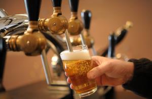 """ยันโพสต์คำว่า """"เบียร์"""" แก้วเบียร์ก็ผิด เกินความจริง ชี้ไม่เห็นยี่ห้อ-ไม่ทำการค้า-เชิญชวนดื่ม ไม่ผิด อัดธุรกิจปั่นดรามาหวังล้ม กม.โฆษณา"""