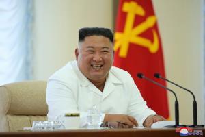 'คิม จองอึน' โผล่ประชุมโปลิตบูโร-ย้ำใช้ ศก.พึ่งตนเอง หลังสัมพันธ์ 'โซล' ร้าวเหตุโปรยใบปลิว