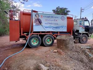 """""""บุญยิ่ง"""" ส่งรถบรรทุกน้ำปูพรมช่วย ปชช.ในพื้นที่ อ.ปากท่อ"""