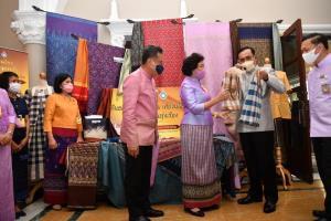 นายกฯ ชวนแต่งกายชุดผ้าไทยสัปดาห์ละ 2 ครั้ง เพิ่มมูลค่า-เงินสะพัดแสนล้าน