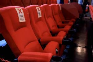 """""""โรงหนัง"""" ลุ้นจัดกิจกรรมอื่นหากคุมโควิดได้ดี สธ.ยันดูหนังคนเดียว ที่นั่งว่างข้างๆ ไม่มีเปิดขาย"""