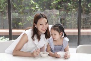 สองครอบครัวคนดัง เลี้ยงลูกอย่างไรให้สมองดี มีภูมิคุ้มกัน