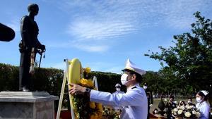 ผู้ว่าฯ ลพบุรี อัญเชิญพวงมาลาพระราชทานรัชกาลที่ ๑๐ ถวายราชสักการะ ร.๘ เนื่องในวันคล้ายวันสวรรคต