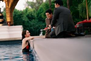 """""""เปรี้ยว"""" โชว์เซ็กซี่ ใส่ชุดว่ายน้ำอ่อย """"อานัส-กลม"""""""