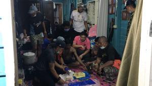 ชาวบ้านแจ้งจับโจ๋เมืองนนท์ต้มน้ำท่อม ค้นบ้านพบยาบ้าเกือบ 2 หมื่นเม็ด อ้างปล้นจากพ่อค้ายาหวังสางแค้น