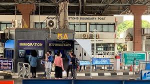 หนองคายยังไม่เปิดด่านสะพานไทย-ลาว ผู้ว่าฯ ย้ำ นร.กลับจากพื้นที่เสี่ยงต้องกักตัวก่อนเปิดเทอม