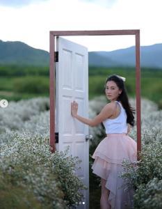 """ใจบางอีกแล้ว """"นุ่น วรนุช""""สวยละมุนตากับซีนชมสวนดอกไม้ไร่สิงห์ปาร์ค"""