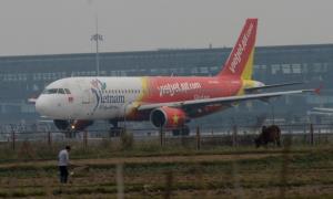 เวียดนามพักงาน-ยึดใบอนุญาต 2 นักบินต่างชาติ หลังเครื่องเวียดเจ็ทหลุดรันเวย์สนามบินโฮจิมินห์