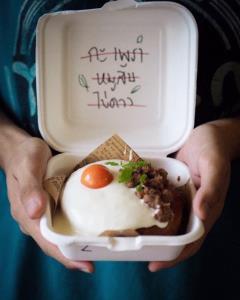 """เจ้าแรกในไทย! เค้กหน้าข้าวกล่อง แบรนด์ """"Bakedabite"""" รับวัตถุดิบจากเกษตรกร (ชมคลิป)"""