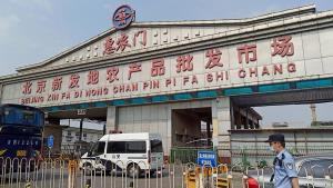 """รู้จัก""""ตลาดซินฟาตี้"""" ตลาดค้าส่งใหญ่สุดในปักกิ่ง ต้นตอพบผู้ติดเชื้อโควิด-19 รอบสองครั้งใหญ่ในจีน"""