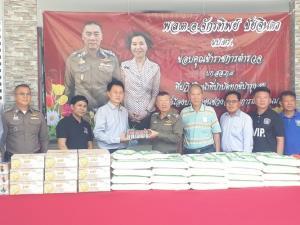 ภาคเอกชนขอนแก่นมอบอาหารแห้งให้แก่ตำรวจ
