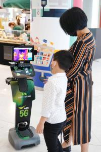 AIS - The Mall ติดตั้งเครือข่าย 5G พร้อมนำหุ่นยนต์ช่วยคัดกรองโควิด-19