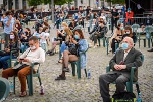 ครั้งแรกของโลก! คอนเสิร์ตร็อกแบบ Social Distancing ที่โรมาเนีย