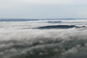 เปิดแลนด์มาร์กแห่งใหม่ จุดชมวิวป่าชุมชนเขาเขียวทะเลหมอก-ทะเลอ่าวไทย