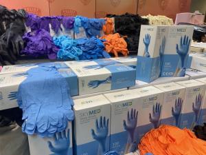 ปคบ.ร่วม อย.ทลายโกดังยึดถุงมือแพทย์ใช้แล้วมาหลอกขายซ้ำ หวั่นแพร่ระบาดโรค