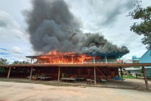 เพลิงเผาวอด! อาคารโรงเรียนดำรงราชานุสรณ์ศรีสะเกษ โชคดีไม่มีเจ็บตาย