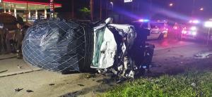 หนุ่มซิ่งกระบะตามง้อแฟนพลาดชนท้ายรถพ่วงกระเด็นถูกรถตัวเองทับดับ