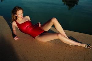 สวยท้าแสงแดดและน้ำทะเล AB. Angelys Balek ทำให้ผู้หญิงเป็นคนพิเศษ