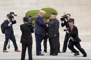 """In Clip: รมว.กระทรวงรวมชาติโซลลาออก เซ่นพิษวิกฤตเกาหลีเหนือ – เพนตากอนชี้ """"เปียงยาง"""" ยังคงเป็นภัยต่อคาบสมุทรเกาหลี"""