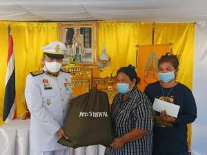 ในหลวง โปรดเกล้าฯ องคมนตรีเชิญถุงพระราชทาน ไปมอบแก่ผู้ประสบอัคคีภัยในพื้นที่อำเภอบางพลี จังหวัดสมุทรปราการ