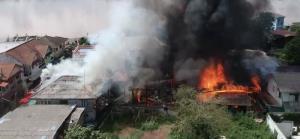 ระทึก! ไฟไหม้บ้านในเขตเทศบาลเมืองหนองคาย 9 หลัง คาดไฟฟ้าลัดวงจร