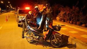 ตำรวจหัวหินลุยปราบเด็กแว้น วันแรกยึดรถแล้ว 7 คัน