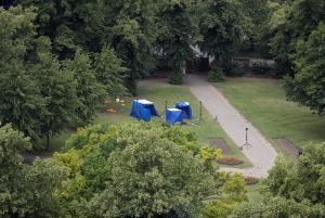 ภาพทิวทัศน์ในสวนฟอร์บิวรี การ์เดนส์ ใกล้ๆ จุดที่เกิดเหตุคนร้ายใช้มีดไล่แทงผู้คน