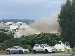 "In Clip: ไฟไหม้อาคารคลังเก็บวัตถุอันตรายใน ""ฐานทัพอากาศสหรัฐฯ"" บนเกาะโอกินาวา เจ็บ 45 หลังสูดควันพิษ"