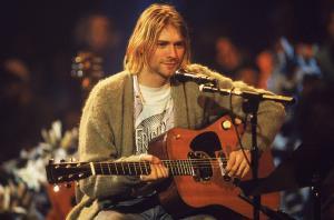 """กีตาร์โปร่งที่ """"เคิร์ท โคเบน"""" เล่นใน MTV Unplugged 1993 ทุบสถิติแพงที่สุดในโลก"""