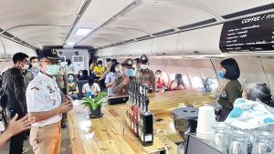 """สั่งปิด! ร้านกาแฟเครื่องบิน """"COFFEE WAR"""" ขาดมาตรการป้องกันโควิด-19 หลายประการ"""