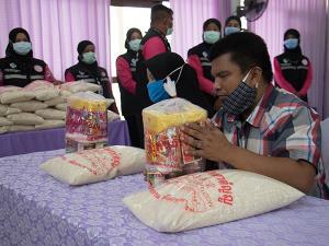 สมาคมประชาคมคนตาบอดไทยลงพื้นที่ยะลา มอบถุงยังชีพให้คนตาบอดที่รับผลกระทบโควิด-19