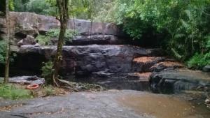 น้ำตกปางสีดา ยังไม่ค่อยมีน้ำ คงต้องรอให้ป่าอุ้มน้ำมากกว่านี้