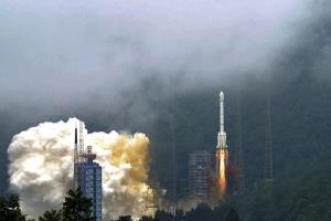 """จีนปล่อยดาวเทียมดวงสุดท้ายสำเร็จ """"เป่ยโต่ว"""" พร้อมชิงเค้ก """"จีพีเอส"""" อเมริกา"""
