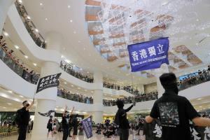โพลชี้กระแสเชียร์ 'ผู้ประท้วงฮ่องกง' เริ่มตก หลังจีนขู่ใช้กฎหมายความมั่นคง