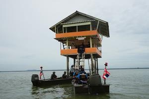 สลด! เจ้าของคอกหอยแครงหัวใจวายเฉียบพลัน ขณะขับเรือออกมาห้ามประมงพื้นบ้านกว่า 100 ลำ ลุยเก็บหอยที่เลี้ยงไว้