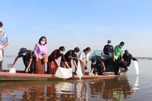 ชาวสหัสขันธ์ทำพิธีสืบชะตาปลาเขื่อนลำปาว ปล่อยสัตว์น้ำลงเพิ่มอีก 500,000 ตัว
