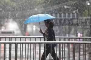 กระหน่ำทั่วไทย! เหนือ-ตะวันออก-ใต้ ฝนถล่มหนัก กทม.-ปริมณฑล โดนร้อยละ 40