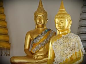 """ไอคอนสยาม ร่วมสืบสานวิถีไทย มหัศจรรย์งานบุญครั้งยิ่งใหญ่ ในงาน """"ไอคอนสยาม ไหว้พระสุขใจ หล่อเทียนไทยให้เรืองรอง"""""""